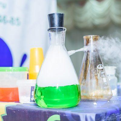 химические опыты на детском празднике - шоу-программа Сумасшедшая лаборатория