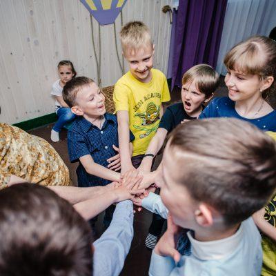 Детские квесты сближают, игровые задания увлекают - детский праздник один из лучших в студии Феерия