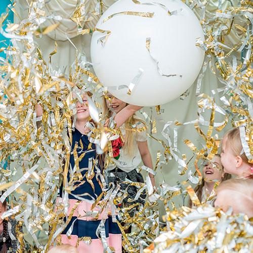 Фольгированное шоу с гигантскими шарами 5+